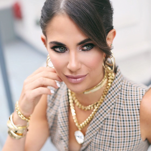 Adorn Yourself With Elegant Women's Fashion Necklaces!